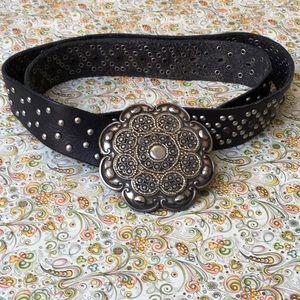 Accessories - Vintage Large Flower Silver Buckle Belt.